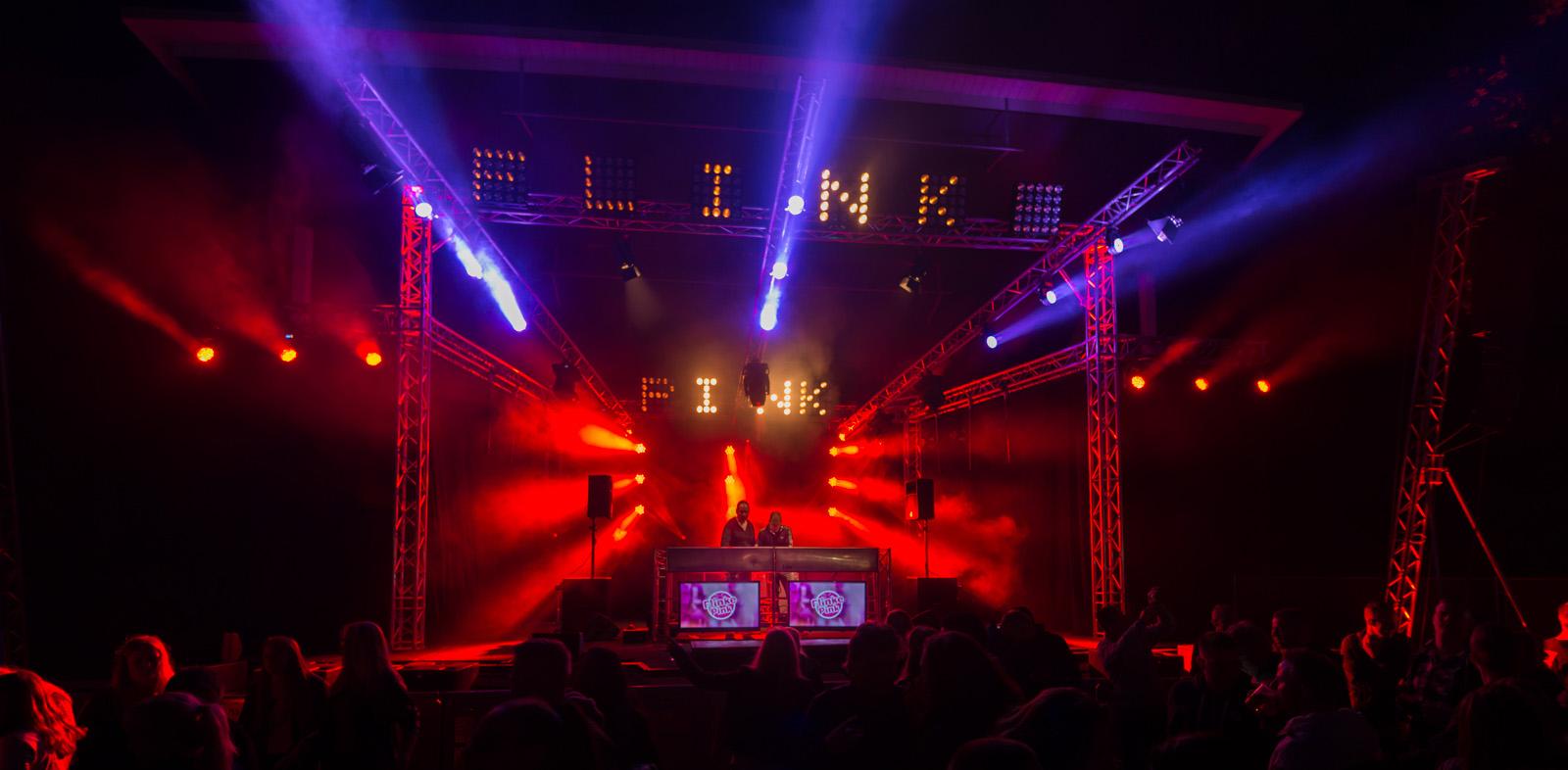 SoundLink verhuur van professionele licht geluid beeld en rigging materialen.